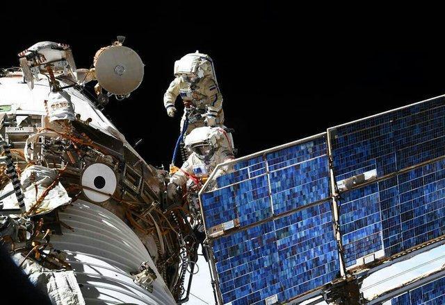 وقتی فضانوردان در فضا پیاده روی می نمایند+فیلم