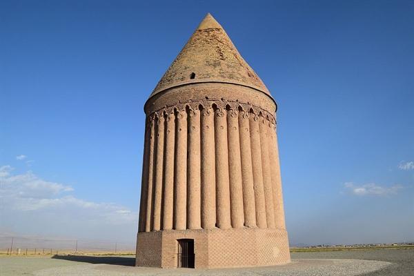 سرانجام مرمت و استحکام بخشی برج تاریخی رادکان