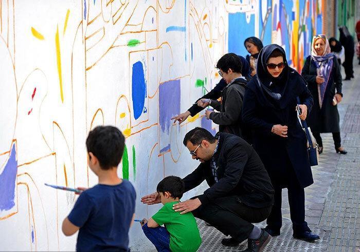 مشارکت اهالی در خلق آثار هنری روی دیوار