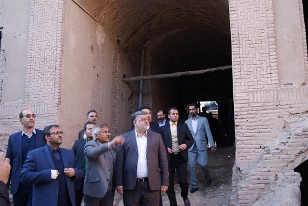 استاندار خراسان جنوبی از بنای تاریخی سرای امینی بازدید کرد