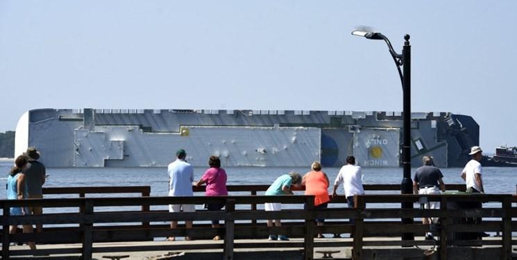 فیلم، یک کشتی عظیم باری در سواحل جورجیا واژگون شد