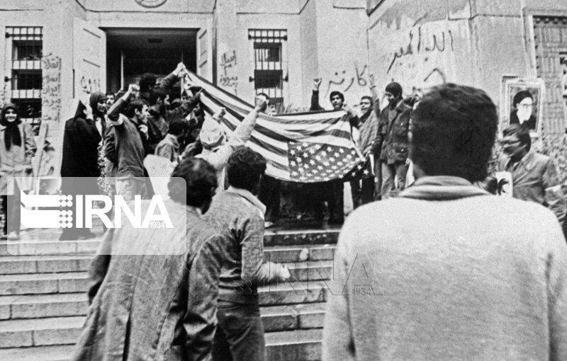 خبرنگاران نماینده مجلس: 13 آبان روز افشای خیانت آمریکا علیه ملت ایران است