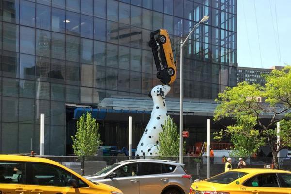 سفر به آمریکا: مجسمه ای 10 متری ورودی بیمارستان دانشگاه نیویورک، خنده به لب کودکان می نشاند