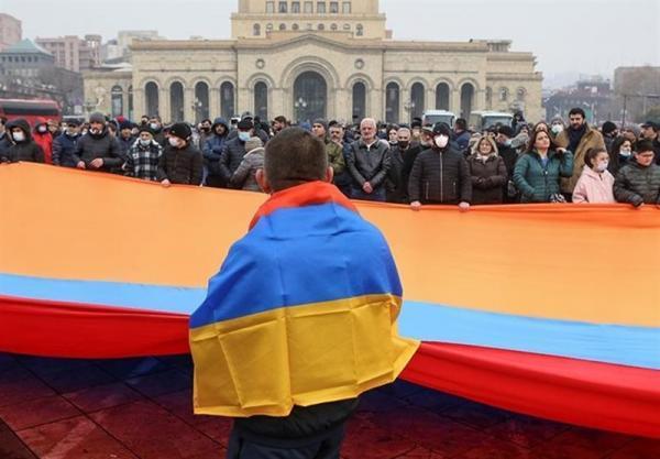 مخالفان در ارمنستان باز هم خواهان لغو شرایط نظامی شدند